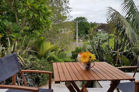 Sunny Studio only 5 minutes walk to Oneroa beaches - 奥克兰 - 独立屋