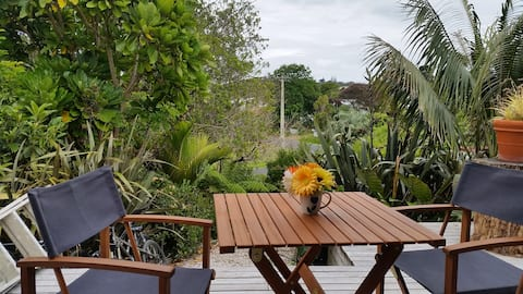 Sunny Studio only 5 minutes walk to Oneroa beaches