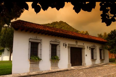 Casa del Artista Guest House - Antigua Guatemala