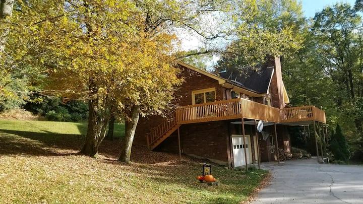 Magnolia Mountain Retreat, private entrance
