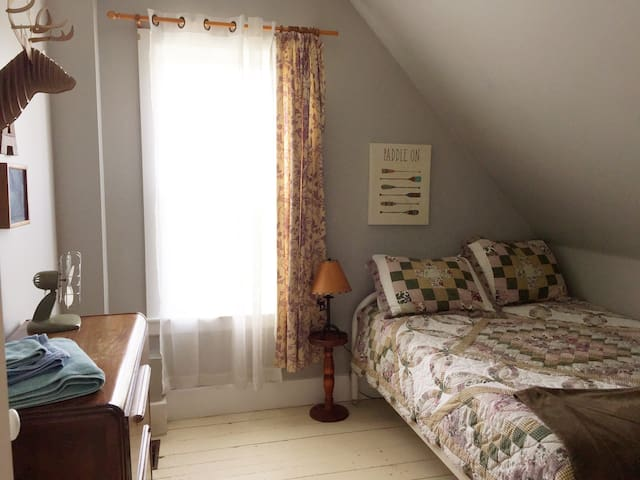 Guest Bedroom #4 - with double bed