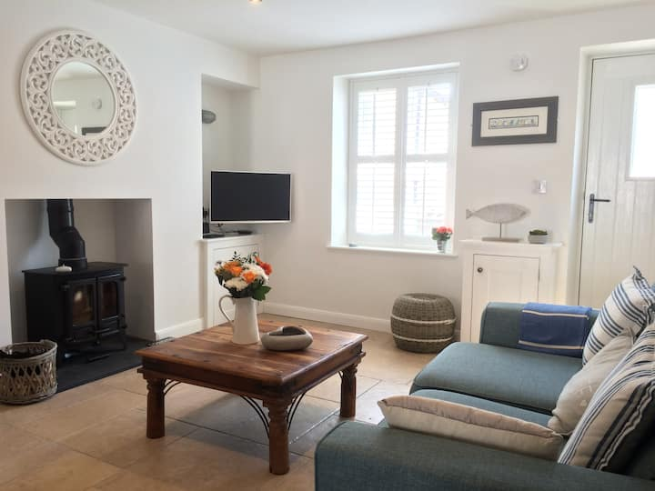'Cwtch Cottage'  - WiFI  and Pet Friendly