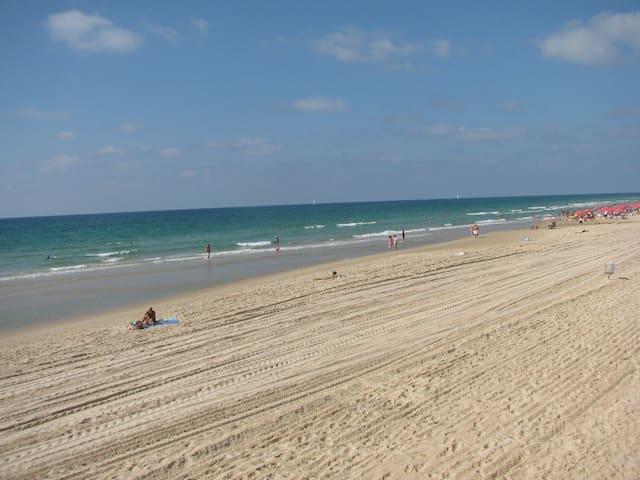 Apartment right by the beach! - Herzliya - Daire