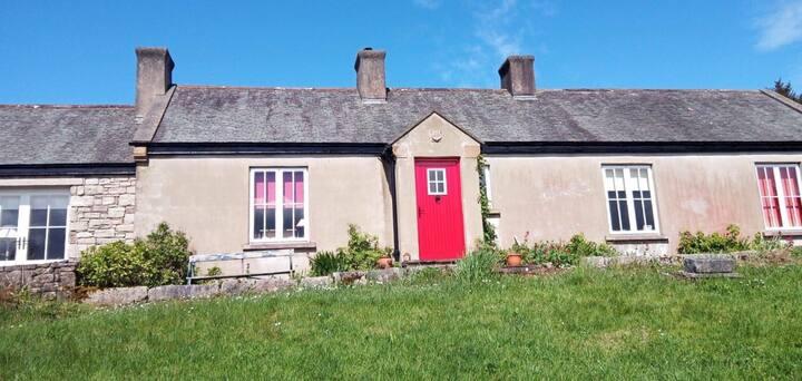 Rock Cottage:A traditional,unique shoreline gem