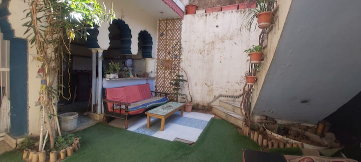 Pushkar home stay with a nice rooftop view !