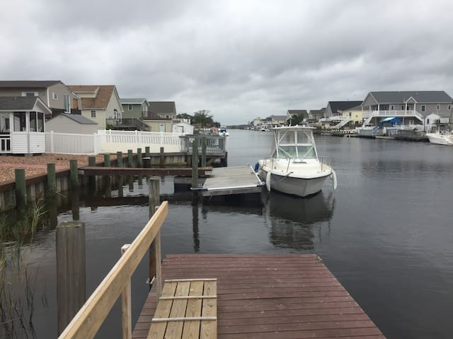water front bungalow Mystic Islands NJ