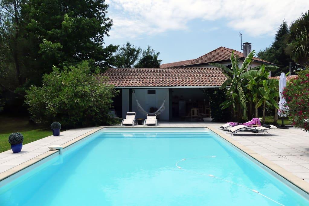 Pool house et piscine d tente au pays basque guest for Piscine ustaritz