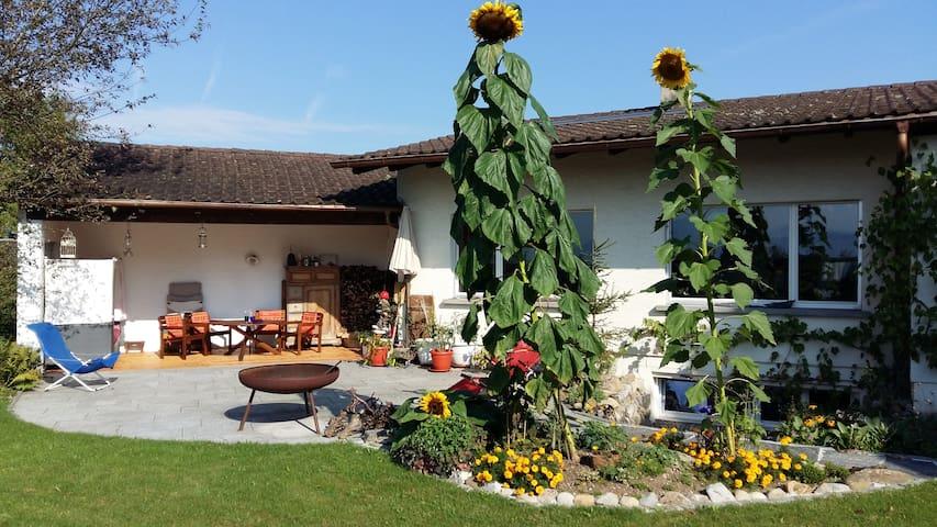 ruhiges Haus im Grünen mit grossem Garten