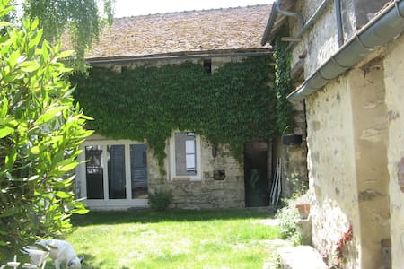 Small farmhouse and artist's studio in Achères la - Achères-la-Forêt - Huis