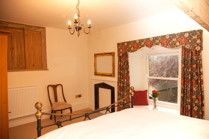 Bedroom 6 has a two single beds which can be made into a large double and has an en suite bathroom