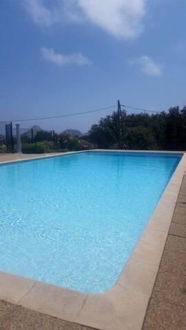 T2 terrasse et piscine (pool and terrace)