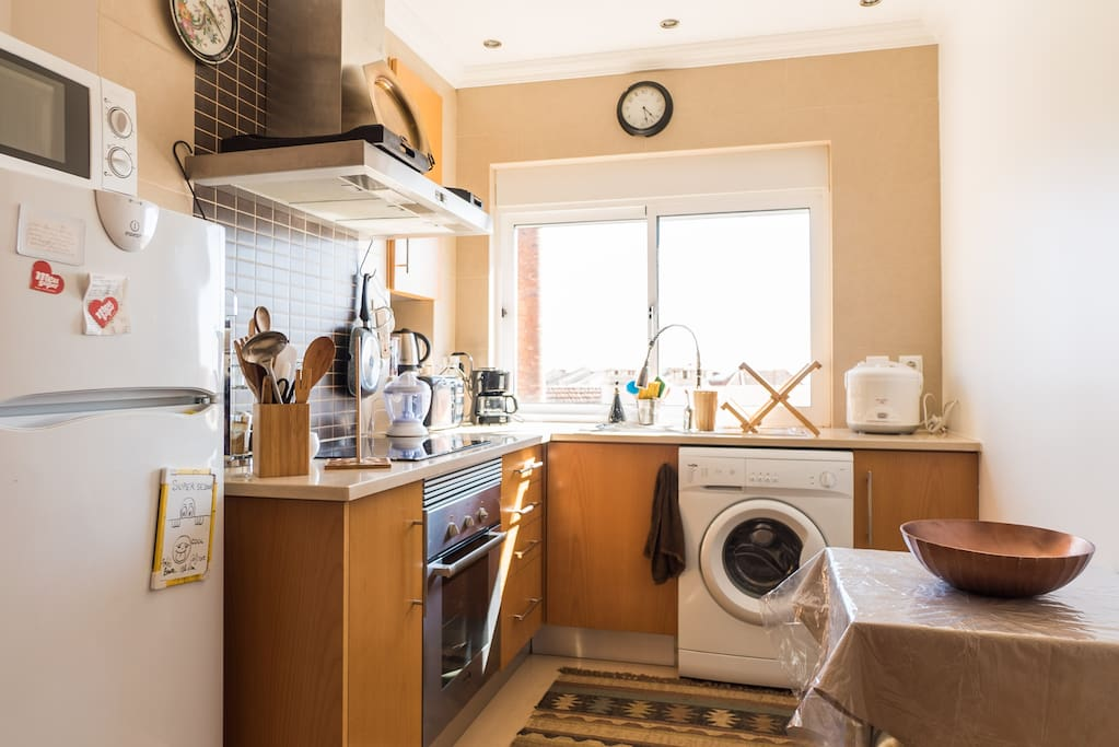 Nous espérons que vous aurez envie de cuisiner ou de passer un bon moment dans la cuisine.... Enjoy the kitchen as you like...