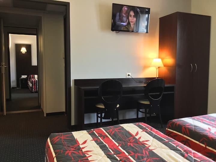 Room suite 4 pax  free parking near sanctuary