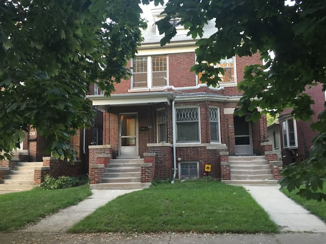 Cozy SW house 10 minutes from downtown/midtown - Detroit - Ev