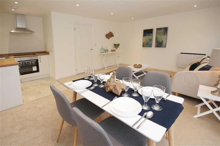 Cosy Brixham Apartment