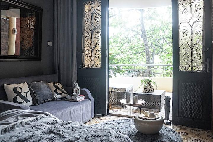 *Hanoi Loft* Nice balcony with king bed!