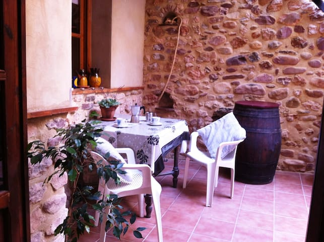 Romantic apartment with patio, WIFI & bikes - Algar de Palancia - Appartement