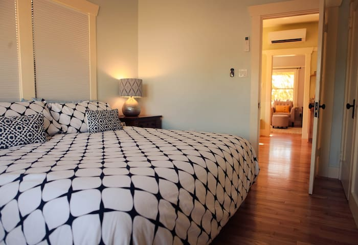 Honeymoon Suite, Historic Downtown-Summer Rates
