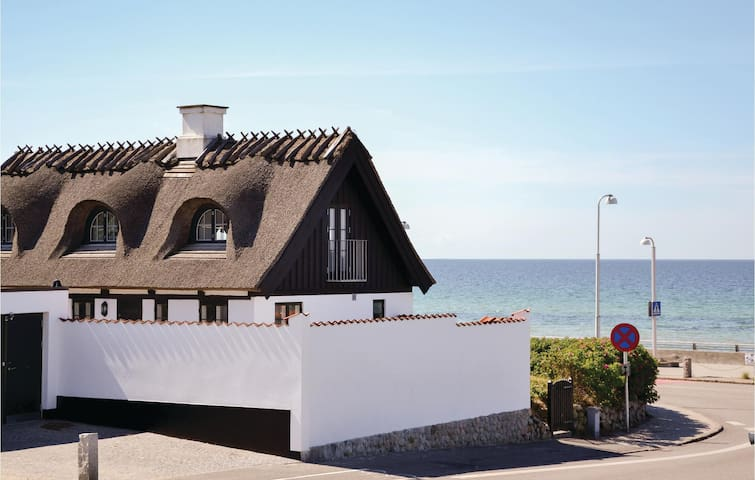 Holiday cottage with 2 bedrooms on 111m² in Vejby