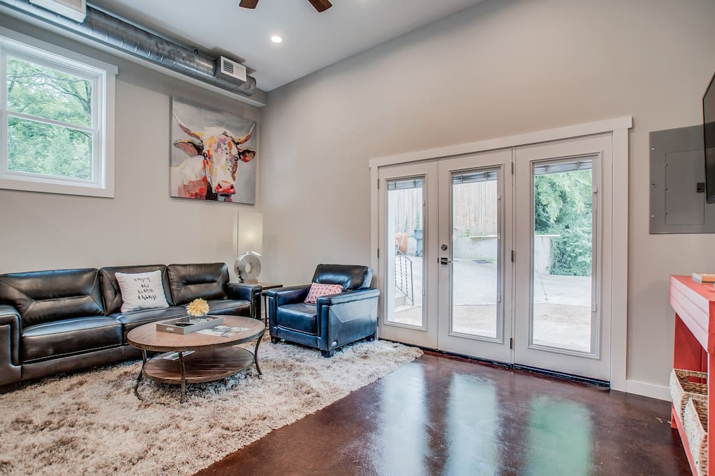 Den w/ 13' ceilings, super soft rug and comfy seating