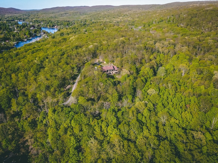 Beautiful secluded Vila overlooking Greenwood Lake