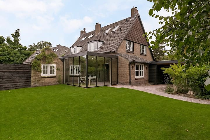 Fully equipped home in Laren near Amsterdam