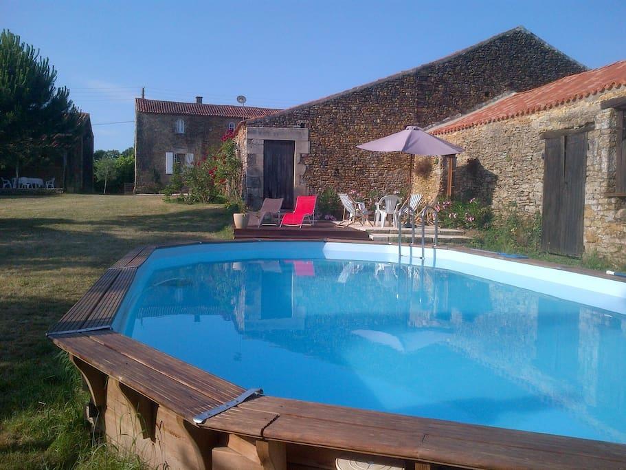 G te de charme piscine chauff e puy du fou houses for for Cash piscine 64 idron