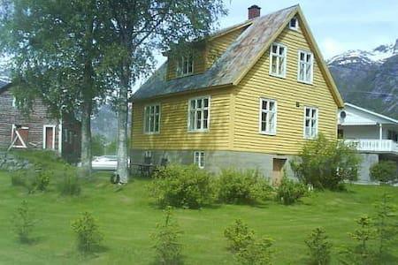 UnniOla-huset - Veitastrond - 独立屋