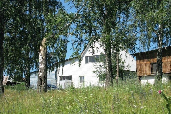 Загородный дом на реке Ай