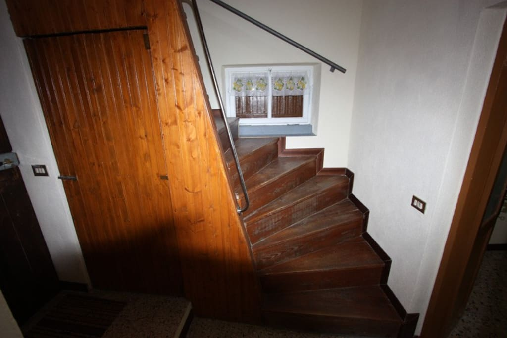 Vano scale di collegamento tra Piano Terra e Primo