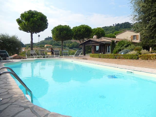 Beautiful villa with pool, 3 km from the sea. - Fano - Villa