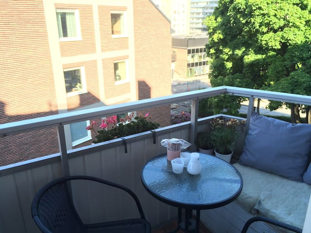 1 bedroom apt with balcony and fireplace - Sundbyberg - Daire
