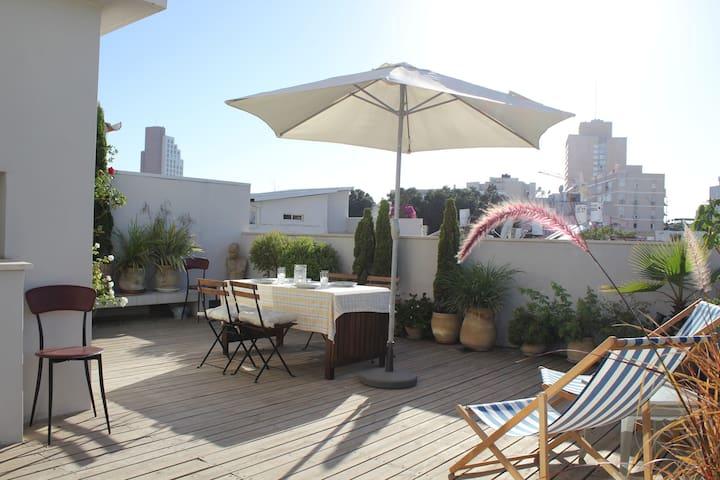 ~~Roof Top Terrace Garden - SIRKIN st Heaven -1Bdm