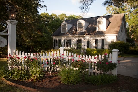 Meadows Manor-Restored 76 year old home