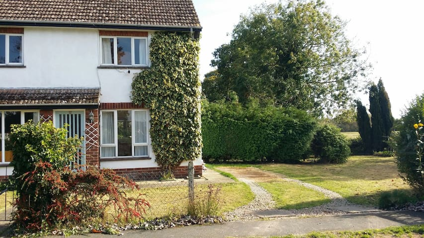 Lincolnshire -  3 Bedroom Country Home with a View