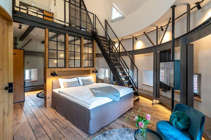 Turm-Zimmer 6. Ebene mit Bad & Pantry Küche