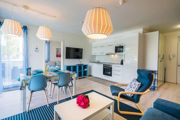 Luxy Beach Apartment - premium lake-side flat