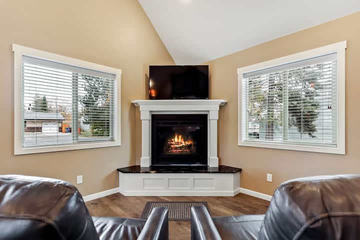 Adorable & stylish private home near downtown Sandpoint!