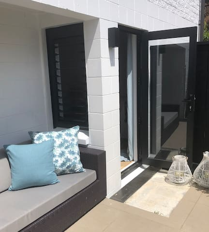 Guests have their own private access in to their separate downstairs space through a private, sunny and sheltered courtyard.