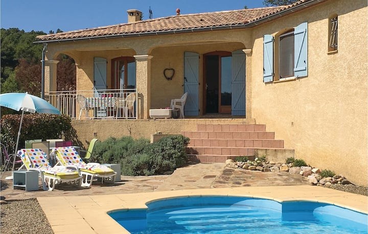 Nice home in Cruzy with WiFi, Outdoor swimming pool and 3 Bedrooms