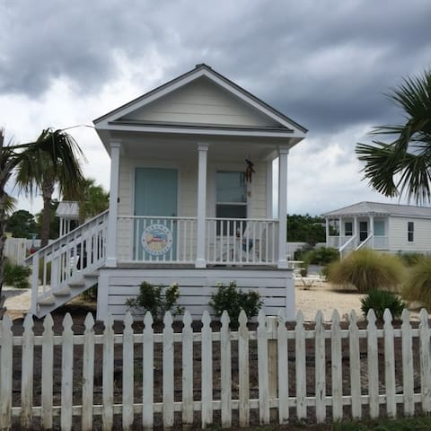 """Lazy Parrot"" -  A Private & Cozy Tiny Beach House - Miramar Beach - Huis"