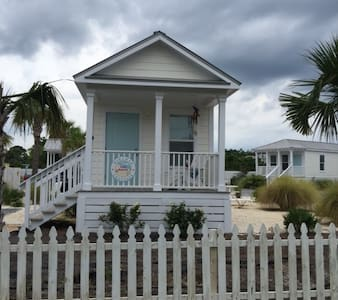 """Lazy Parrot"" -  Private Cozy Beach Cottage - Miramar Beach"