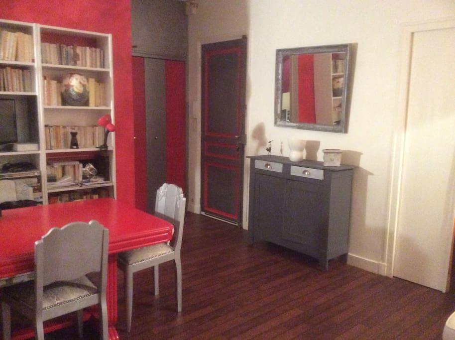 salon accès cuisine séparée