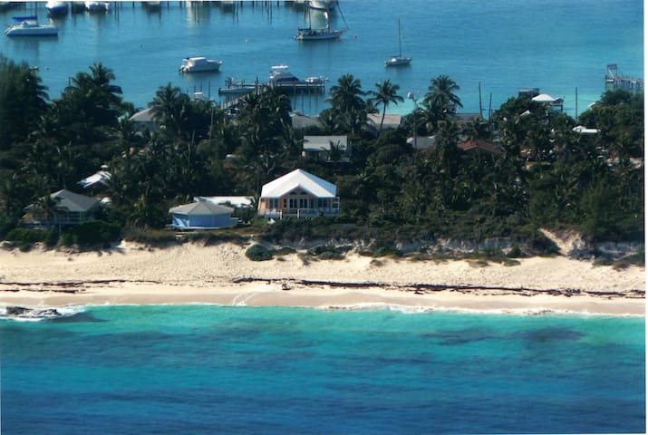 Beautiful snorkeling reef in front of the house with an easy sand beach entry!