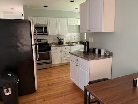 Cheerful 2 Bedroom near Page Industrial Blvd