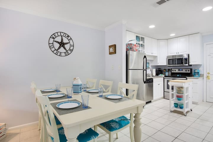 Family Friendly-Remodeled-2 br 2 ba- Walk to beach