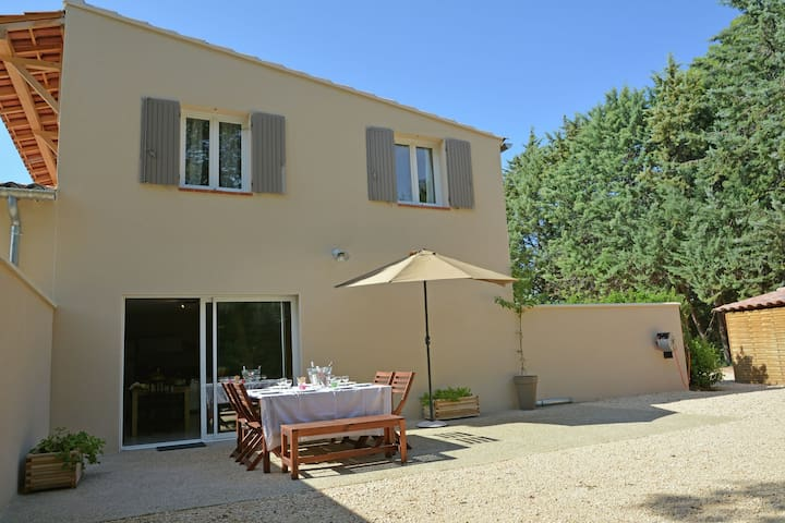 Beautiful modern air-conditioned villa with private pool near Carpentras