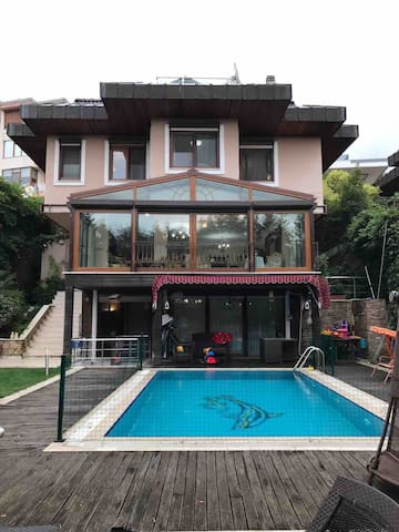 Private villa with hotwater pool andBosphorus view
