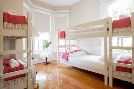Montacute - shared female-only 8-bed bunkroom