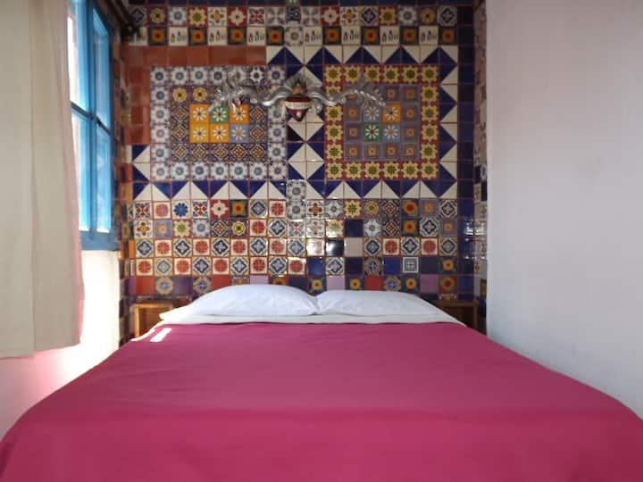 Habitación en el CENTRO, pequeña, cama matrimonial